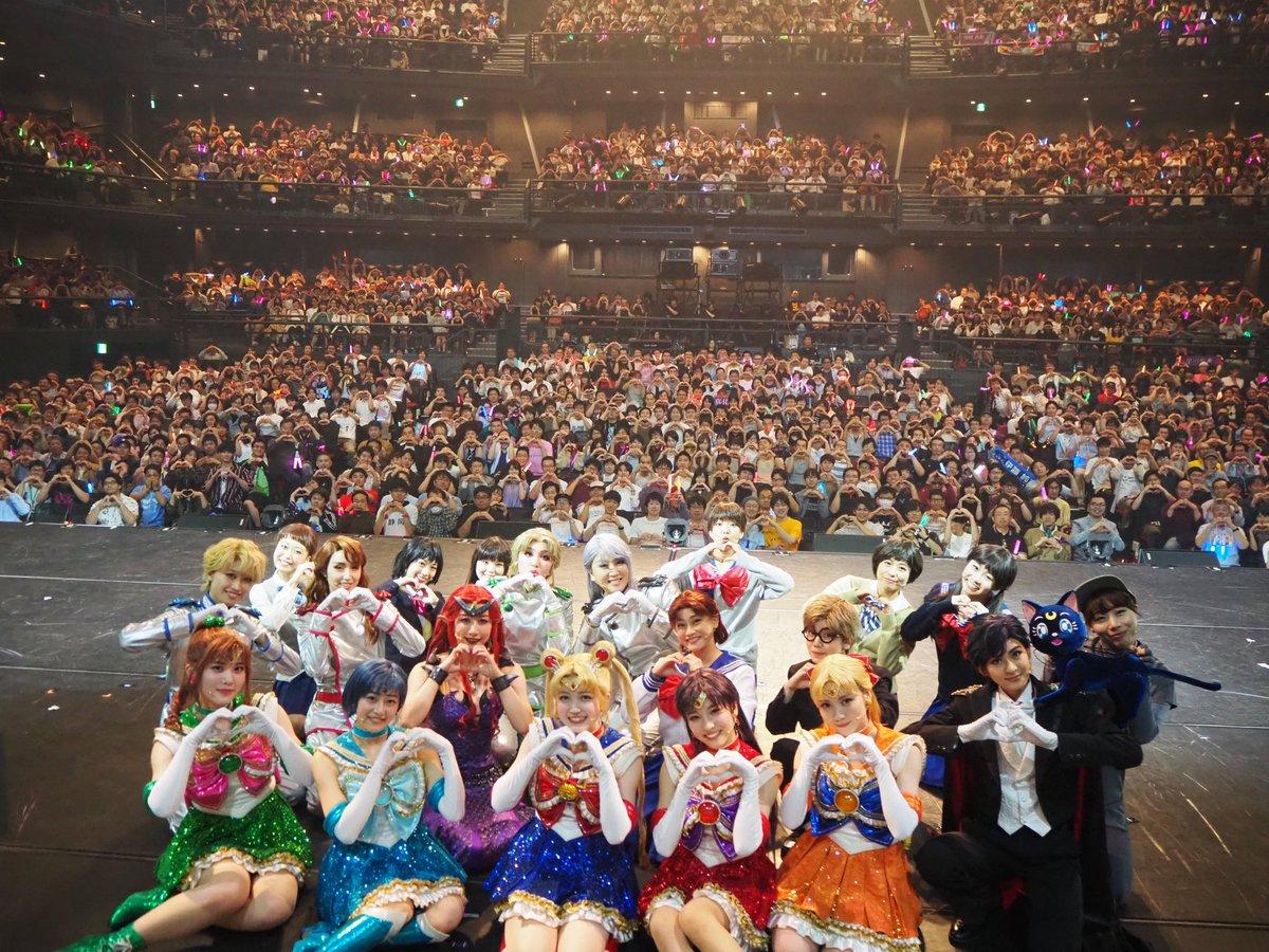 【乃木坂46版ミュージカル】みんなで記念撮影会♪本日10/13(日)17時公演の回替わりお楽しみ企画!ご来場の皆さまと撮影した写真をアップします!早くも明日10/14(月・祝)は東京公演千秋楽となりますが、当日券もご用意しておりますので、ぜひ劇場までお越しください!
