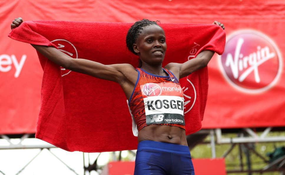 Ayer, Kipchoge bajó las dos horas en la maratón masculina. Hoy, Kosgei se quedó con el récord mundial femenino por más de un minuto. Kenia🇰🇪 lo hizo de nuevo.