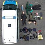 ドイツ警察の人と犬の装備を公開した結果?犬がスゴいお利口さん!