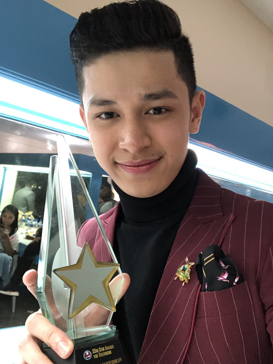 First of all thank you PMPC for recognizing me as New Male TV Personality for MMK Medal of Valor sa 33rd Star Awards for TV salamat rin @starhuntabscbn for the trust. Sa lahat ng supporters ko na laging nandyan. Sa family ko and ofcourse kay Lord. More luck PMPC mabuhay po kayo<br>http://pic.twitter.com/hLCLSWrRPi