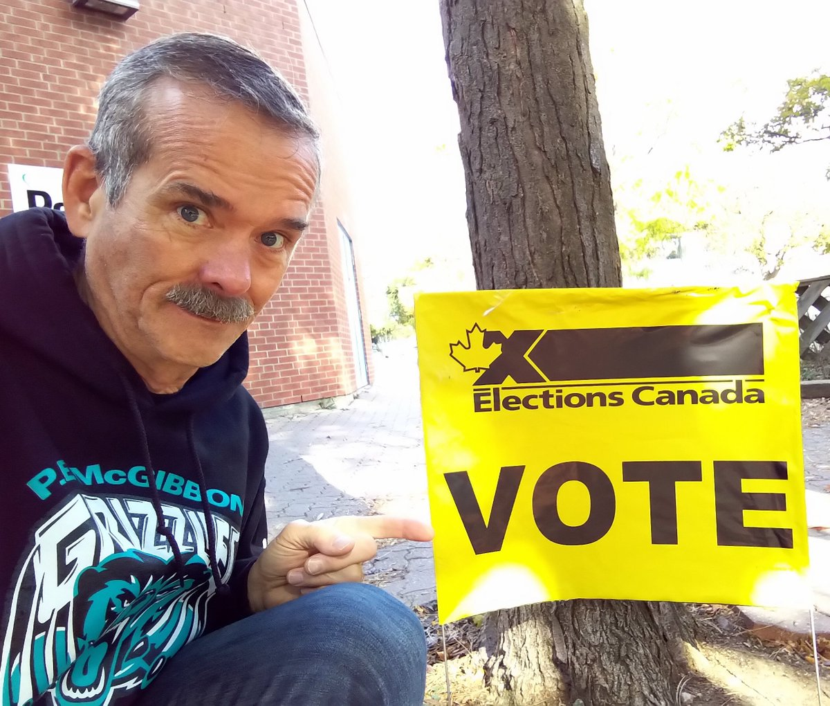 RT @Cmdr_Hadfield: I just voted - be sure and go vote, please! https://t.co/MDNGVbungm