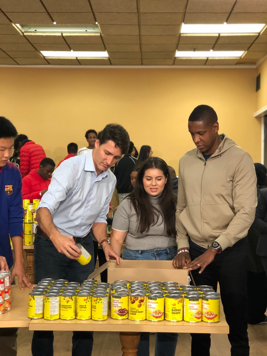 Surprise guest: Toronto Raptors president Masai Ujiri is helping Justin Trudeau campaign today, helping young volunteers in Toronto's north end package food boxes for families who need them. #cdnpoli #elxn43<br>http://pic.twitter.com/buOP010Mda