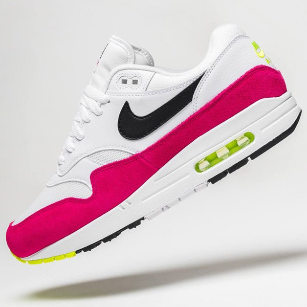You can catch select sizes for the white/black-rush pink Nike Air Max 1 for over 35% OFF retail at $67.99 + ship! BUY HERE -> bit.ly/2KUgDxH (promotion - use code 204OCT)
