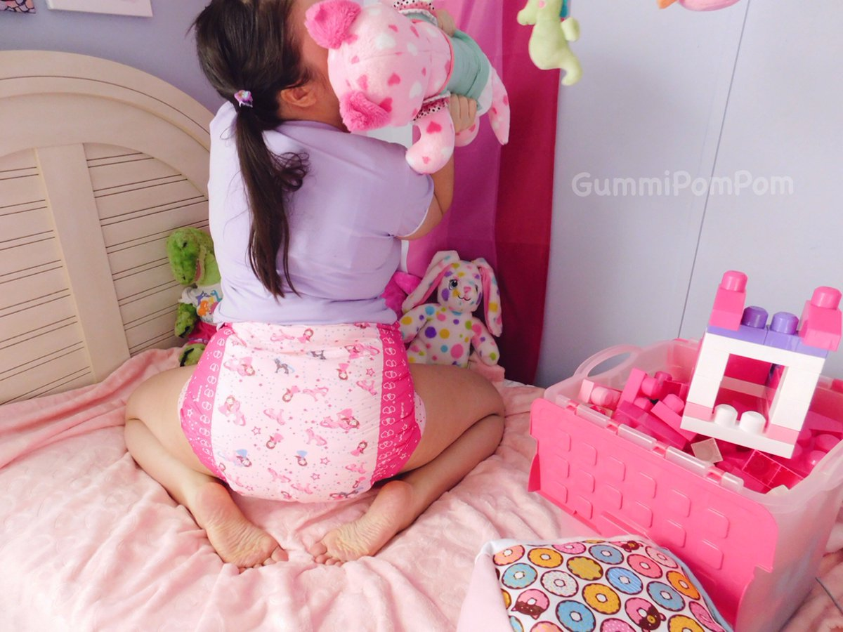 Having the best time playing in her Princess Pink Diapers! . Available at https://t.co/oZJia0gwHv! .  📸: @GummiPomPom . #rearz #rearzinc #rearzdiapers #adultdiapers  #abdl #cglg #cglb #diaperbutt #incontinence #abdldiapers #adultbaby #diaperedbum #ageplay #littlespace #abdlgirl https://t.co/SixRUnxAHY