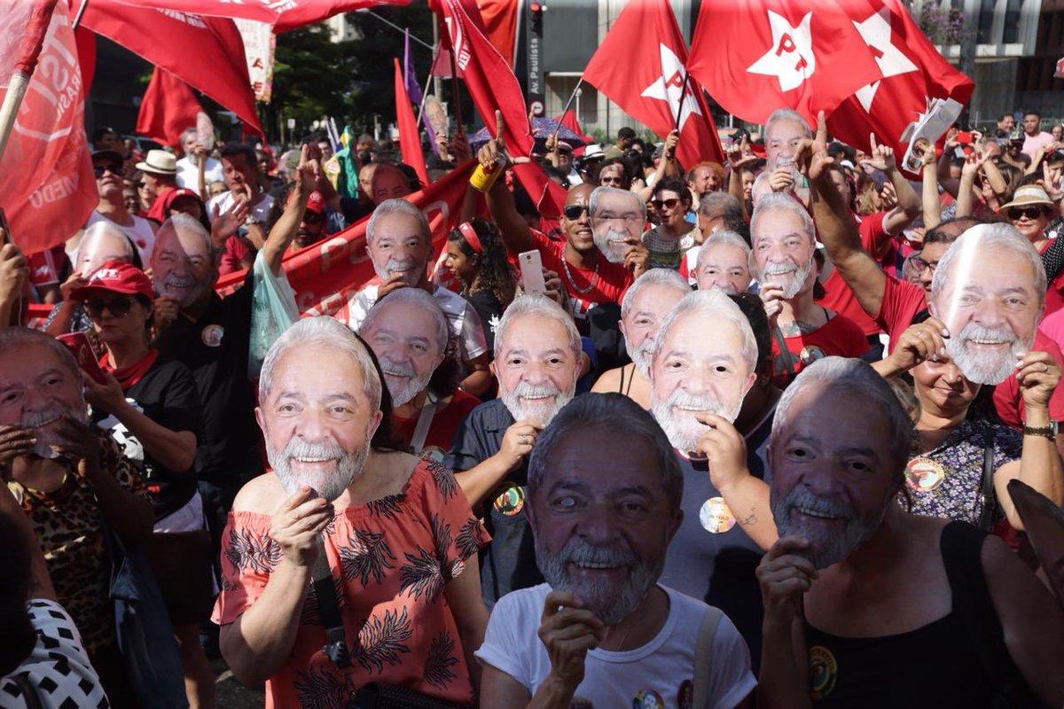 RT @LulaOficial: Ato #JustiçaParaLula hoje na Av. Paulista em São Paulo.   Fotos: Cláudio Kbene e Paulo Pinto https://t.co/9zSUwUj8JS