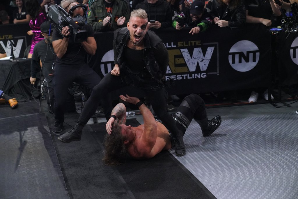 RT AEWrestling: . DarbyAllin will be #Relentless in his #AEW World Championship match with the Painmaker in their Philly Street Fight.  Watch #AEWDynamite this Wednesday on TNTDrama 8/7c