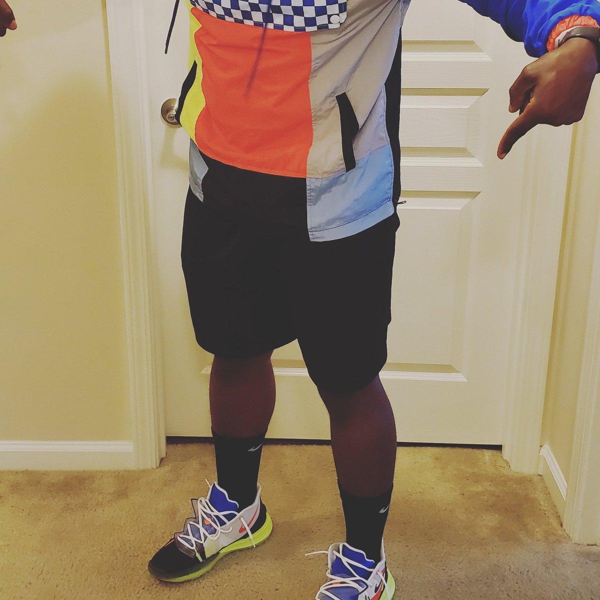 Perfect jacket for the kicks!#regularsneakerguy #nike #kyrie5rokit #kicksonfire🔥#nicekicks #sneakerbardetroit #goatapp #stockx