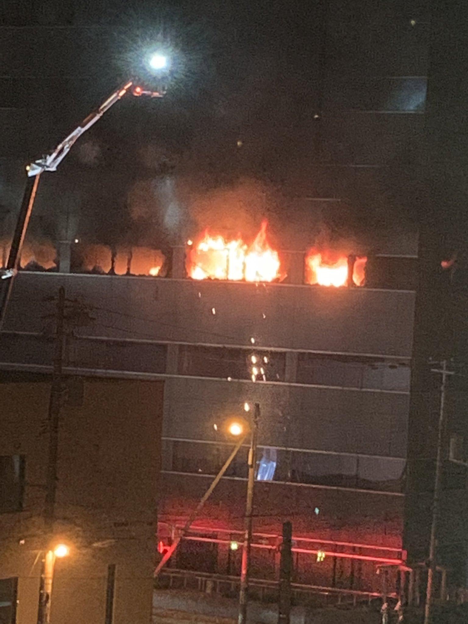札幌市厚別区厚別中央1条5のビルで大規模な火事が起きた現場の画像