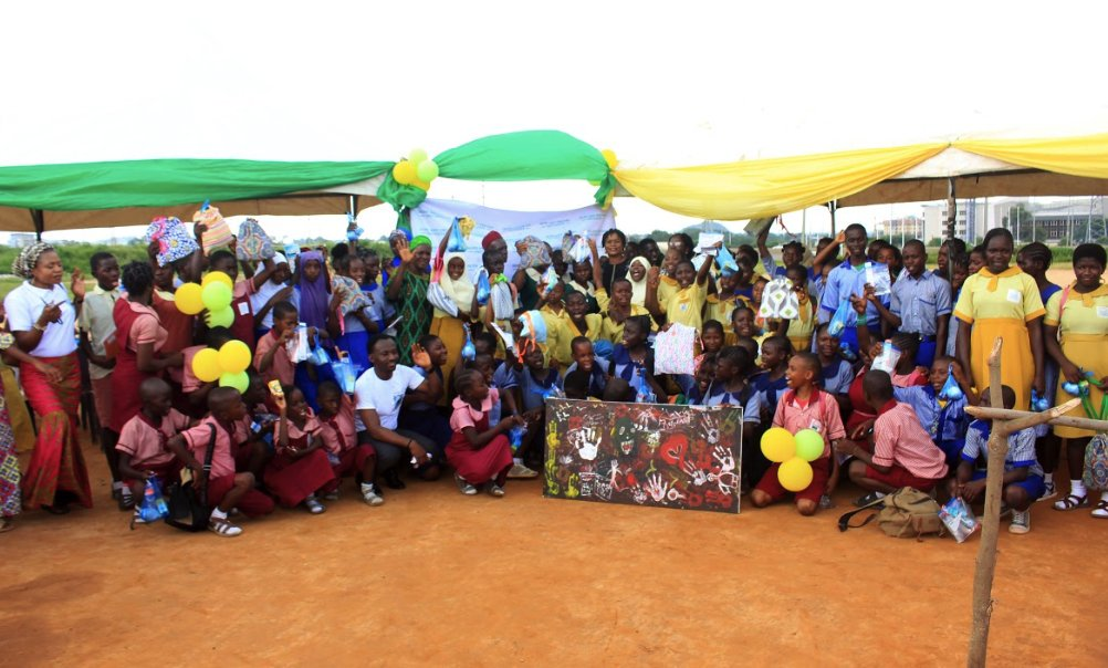 Female students from these primary schools in Abuja will forever remain grateful to Hope and Dreams Initiative for providing them with reusable menstrual pads and teaching them how to use the pads.  Read more: https://mediaforcommunitychange.org/2019/10/25/changing-the-narrative-of-menstrual-hygiene-among-nigerian-students/…  #GlobalHandwashingDay #Media4Change pic.twitter.com/RYnear7s4t