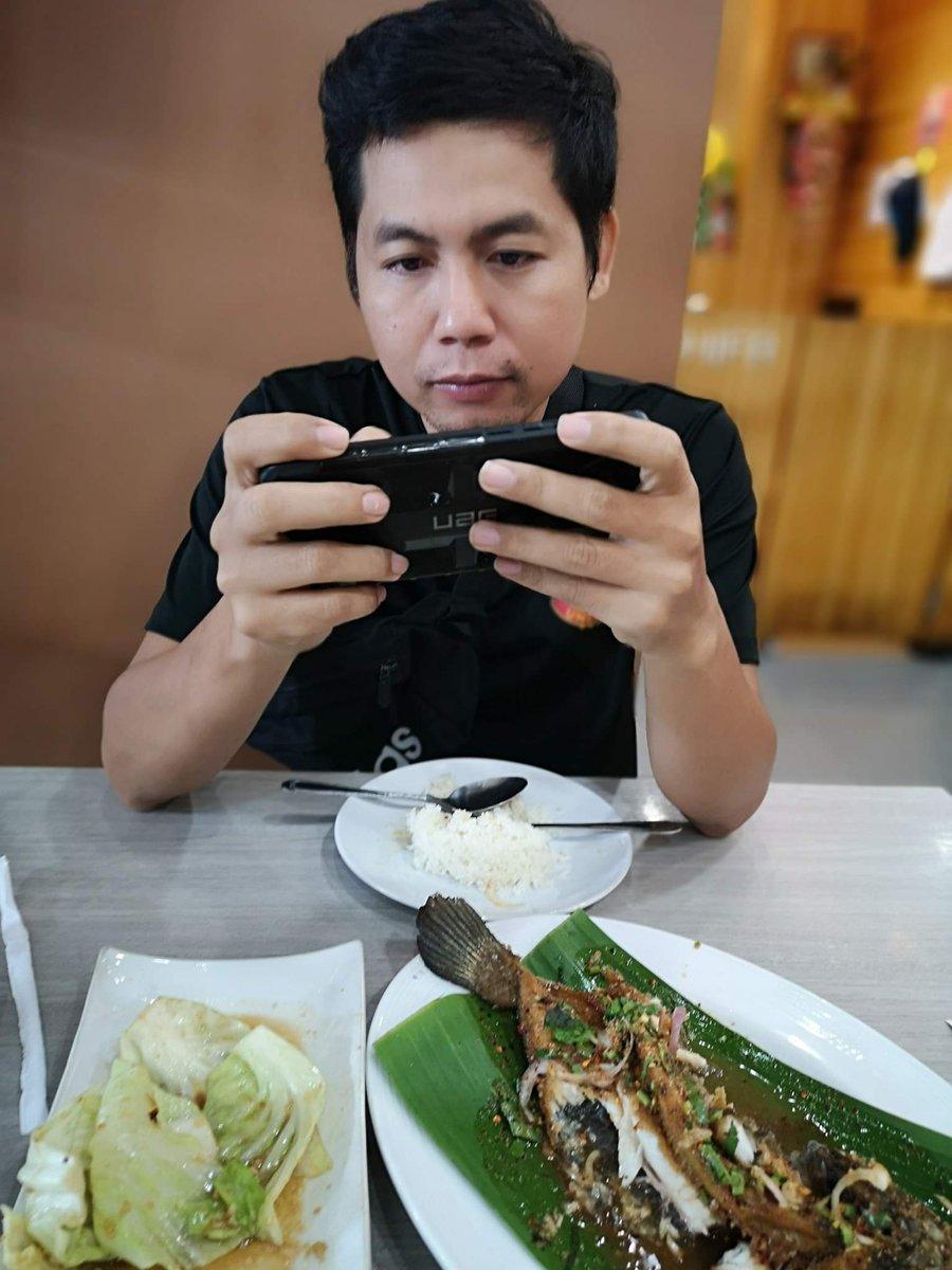 panis eating