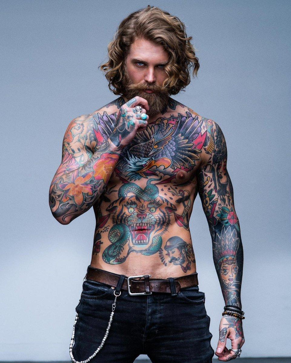 Antes de fazer a primeira #tatuagem, vocês devem ter em mente que é necessário decidir o que e onde tatuar, além de outras coisas. Fiz um artigo sobre o assunto no #blog. Link:   #tatuagemmasculina #marcodamoda #mogidascruzes #tattoo