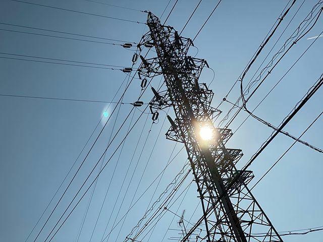 #今日もいい天気 だなぁ〜 .  #まぶしい #眩しい #shining #bright #太陽 #sun #イマソラ #いまそら #ノンフィルター #ノーフィルター #青空 #あおぞら #bluesky #空 #そら #sky #電線 #electricwire #electricwires #鉄塔 #steeltower #pylon