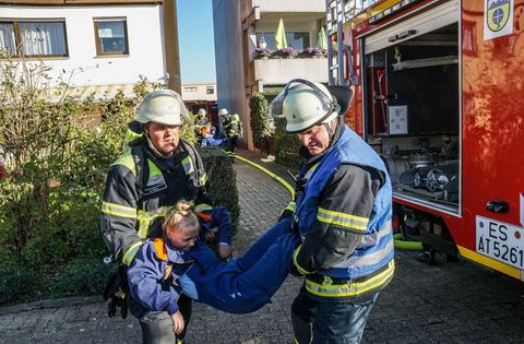 Feuerwehrübung in Baltmannsweiler-Hohengehren http://dlvr.it/RH308Lpic.twitter.com/XDPJ4xvQVv