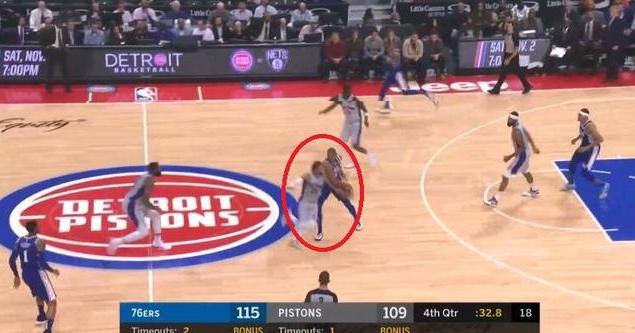 【影片】動容!最後36秒羅斯命中三分後誰注意到他的舉措:真的太想贏下這場比賽!-籃球圈