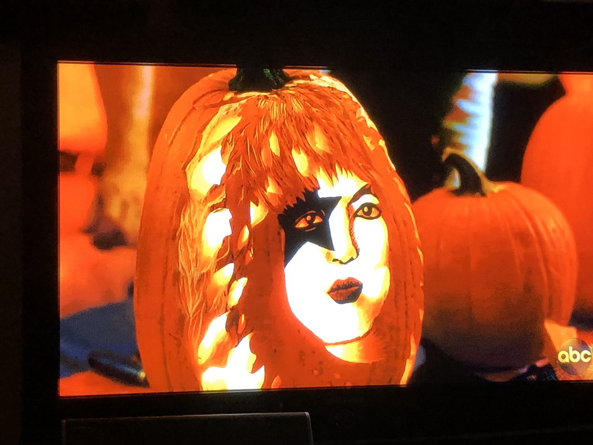 Pumpkin Carving On American Housewife!