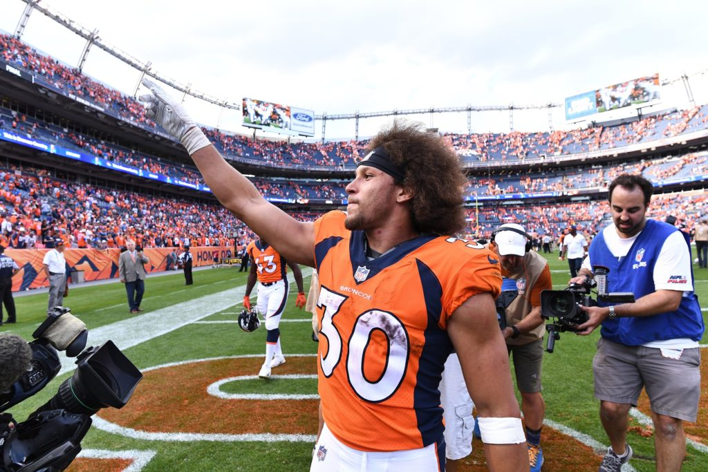 WATCH: #Broncos'  Phillip Lindsay kicks opponent in the groin  http://bit.ly/2pSXAtQ   #BroncosCountry  #Colts  #PhillipLindsay