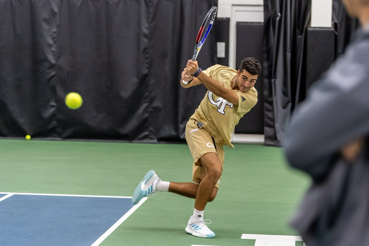 Schelcher punches his ticket to the back draw final tomorrow with a win over Brian Berdusco (UF), 6-3, 5-7, 10/7!! #FightJackets 🐝👊