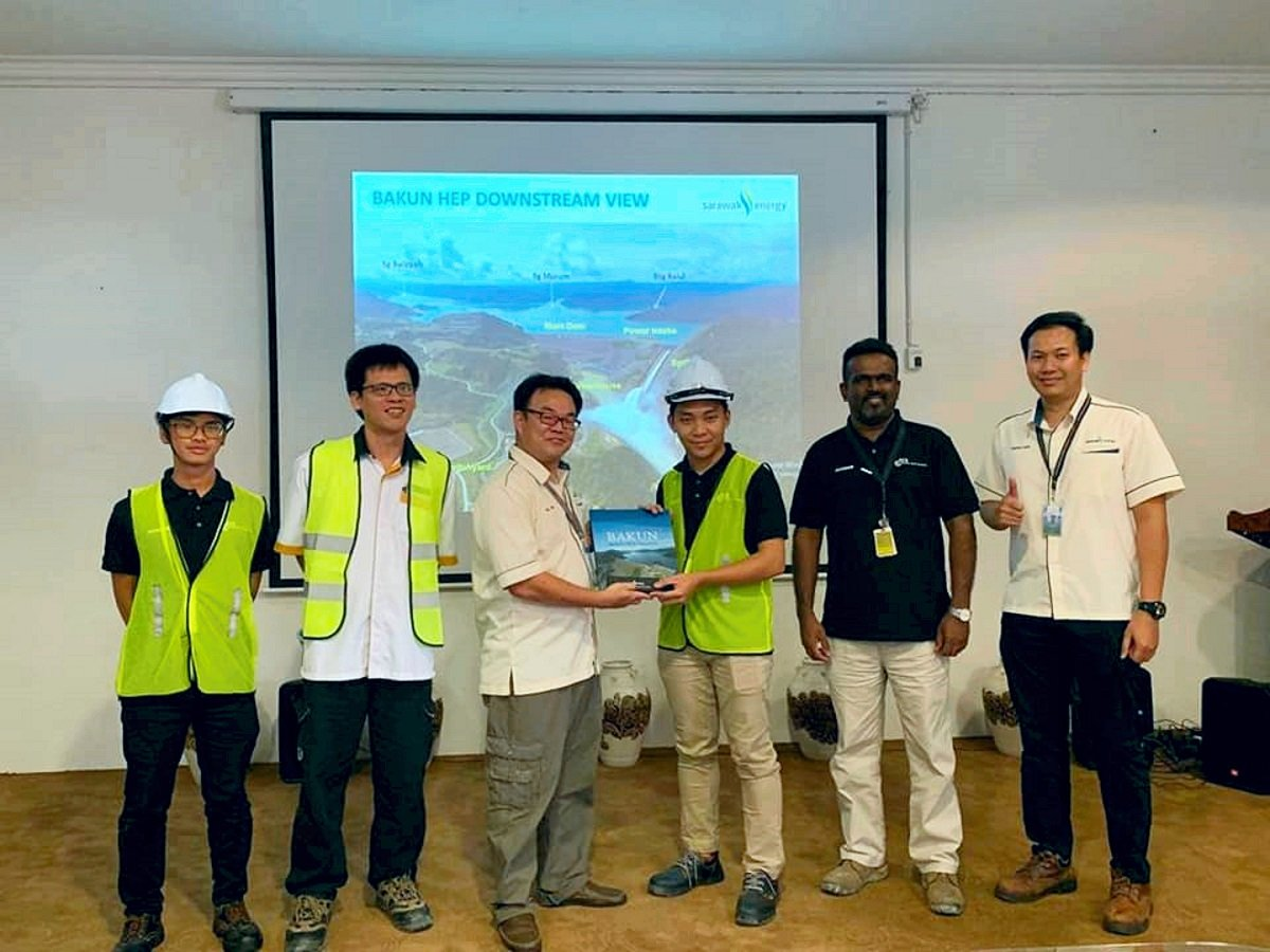 ‍Recently, CurtinMY Civil Society made a study visit to the Bakun Dam, the largest hydroelectric  dam in Malaysia.  More about their visit here: https://news.curtin.edu.my/news/curtin-malaysia-engineering-students-visit-bakun-dam/ …  #BeCurtin #CurtinMY20Years #1inBorneo #BakunDam #Sarawak #HydroelectricDam #CurtinEngineeringStudentspic.twitter.com/vOvhGo2lPu