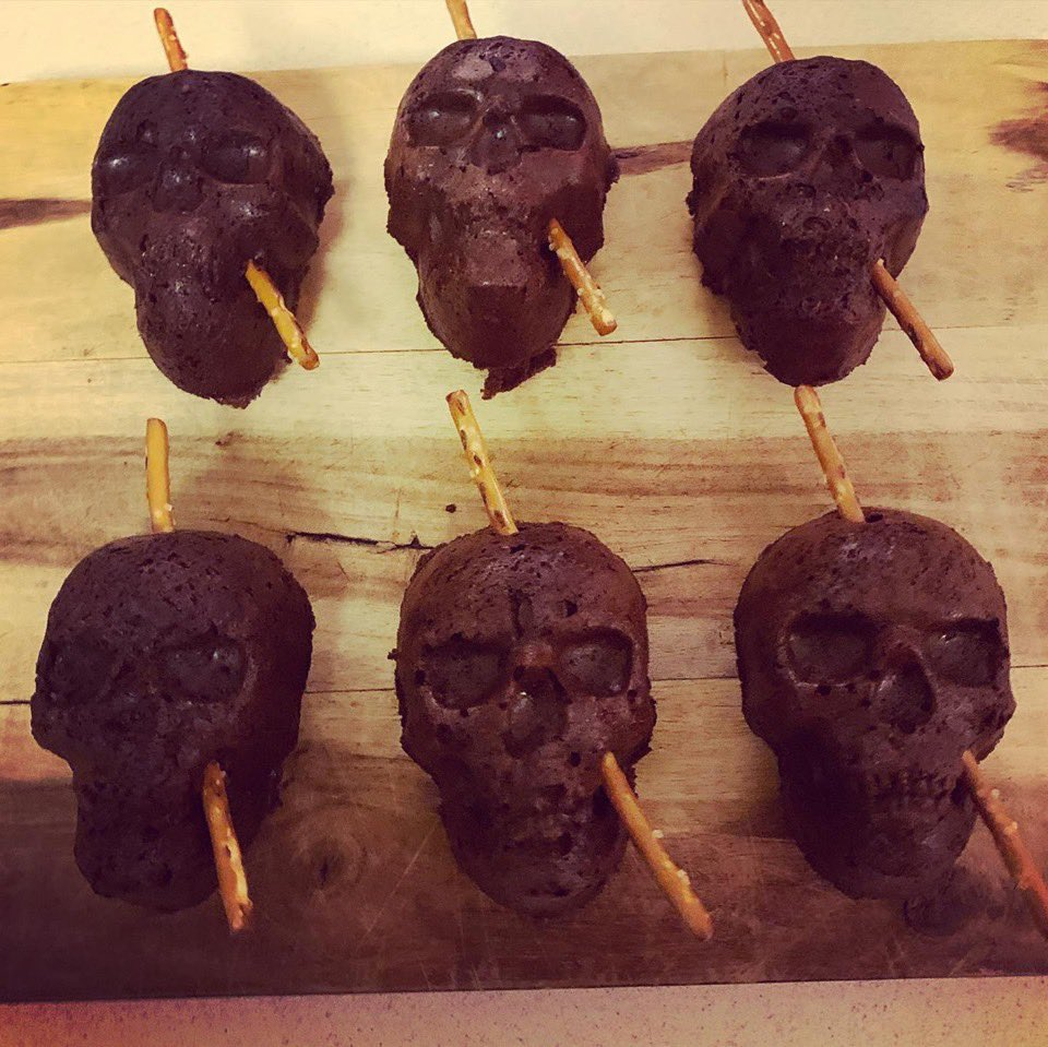 My daughter and I made some halloween 🎃 treats as a tribute to Phineas Gage—the most important lesion patient in the history of #neuroscience.  He survived an accident in which a large iron rod shot through his frontal lobe and impaired his emotional & social capacity.