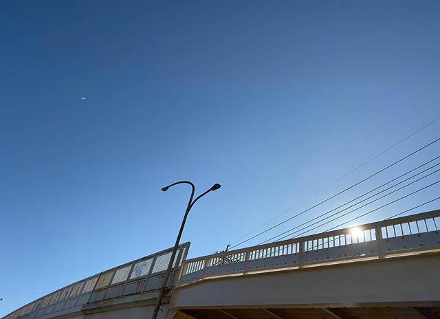 #今日もいい天気 〜 でも昼前からお客さんとこ出掛けなきゃ… . #太陽 #sun #イマソラ #いまそら #ノンフィルター #ノーフィルター #青空 #あおぞら #bluesky #空 #そら #sky