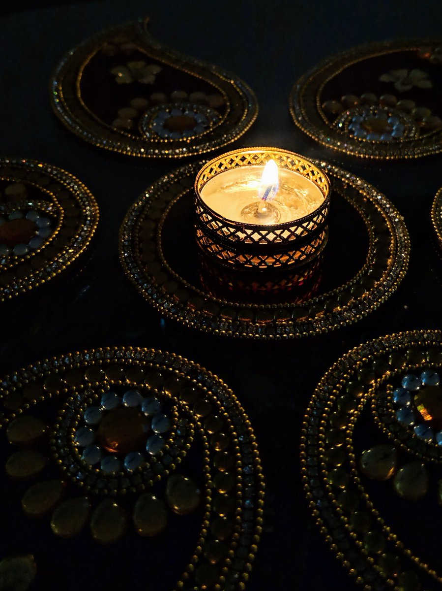 Happy #Diwali2019 to everyone celebrating today 🎇🎆