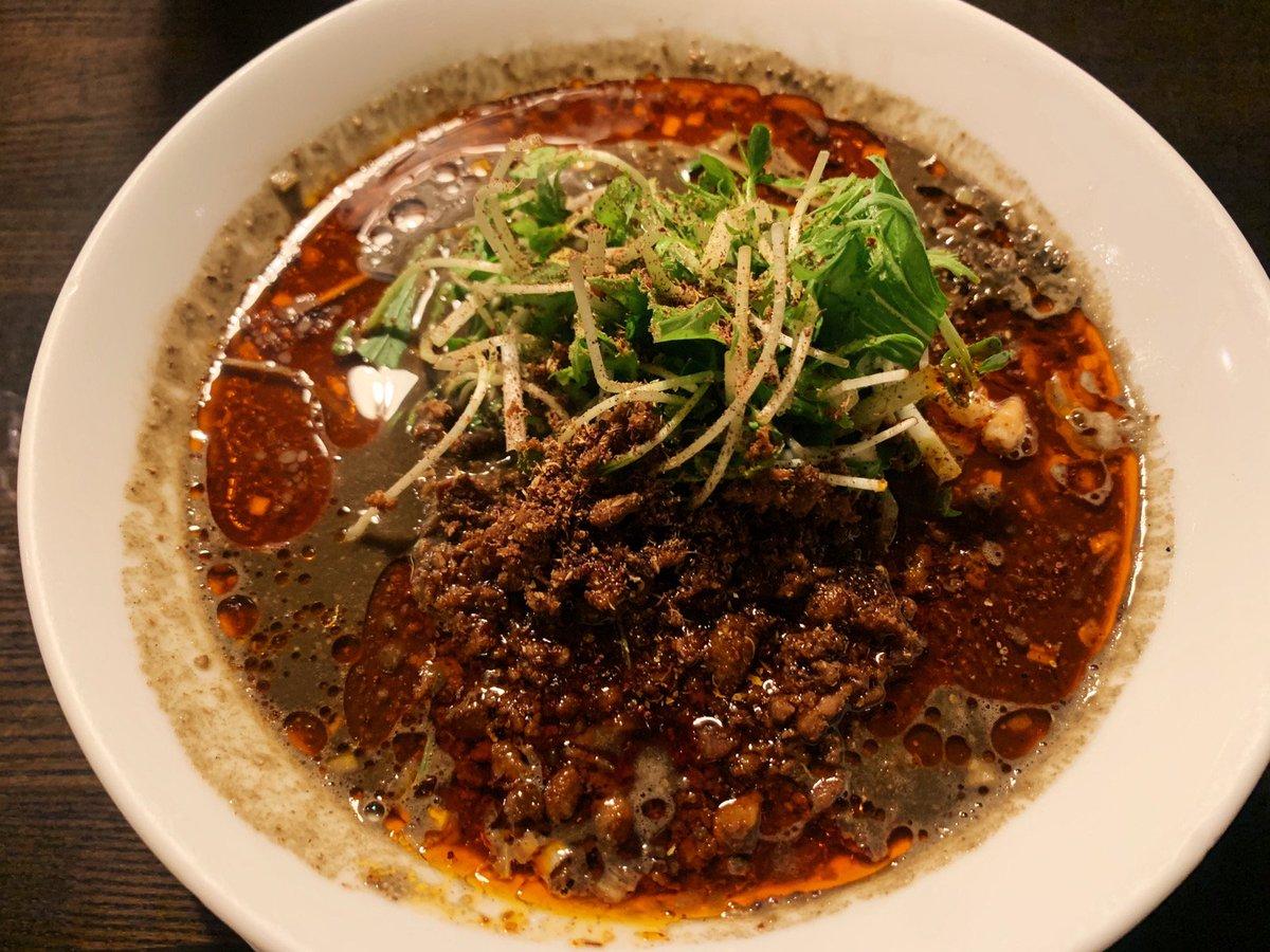 【四川担担麺 阿吽】@東京:湯島駅から徒歩1分シビレ&辛味が効いた黒胡麻担々麺を食べられるお店。香り高い花椒と自家製辣油が織りなす一杯で、麺をかきこむと口内に刺激的な香りが広がります!スープからは黒胡麻の香ばしさとクリーミーな香りが漂います🎶シビレと辛味は1~6段階で選べます✨