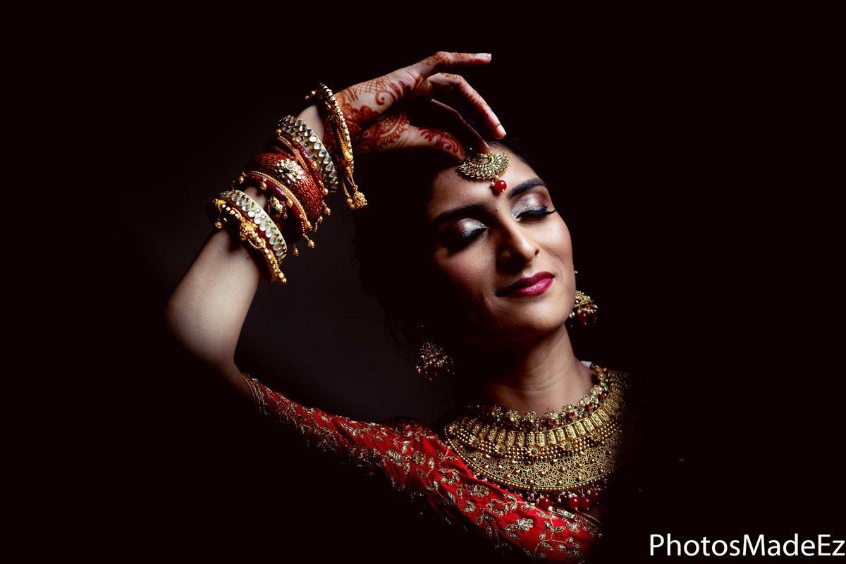#bridegettingready #Bride #SouthAsianWedding  #southasianbride #Indianweddingphotographer #weddinginspo #bridalmakeupartist #nymakeupartist #allthingsbridal #weddingsutra #redlps #indianmakeupartists #shesaidyes #maharaniweddings #interfaithweddingphotography #gujaratiweddingpic.twitter.com/rSp5qa1dcn