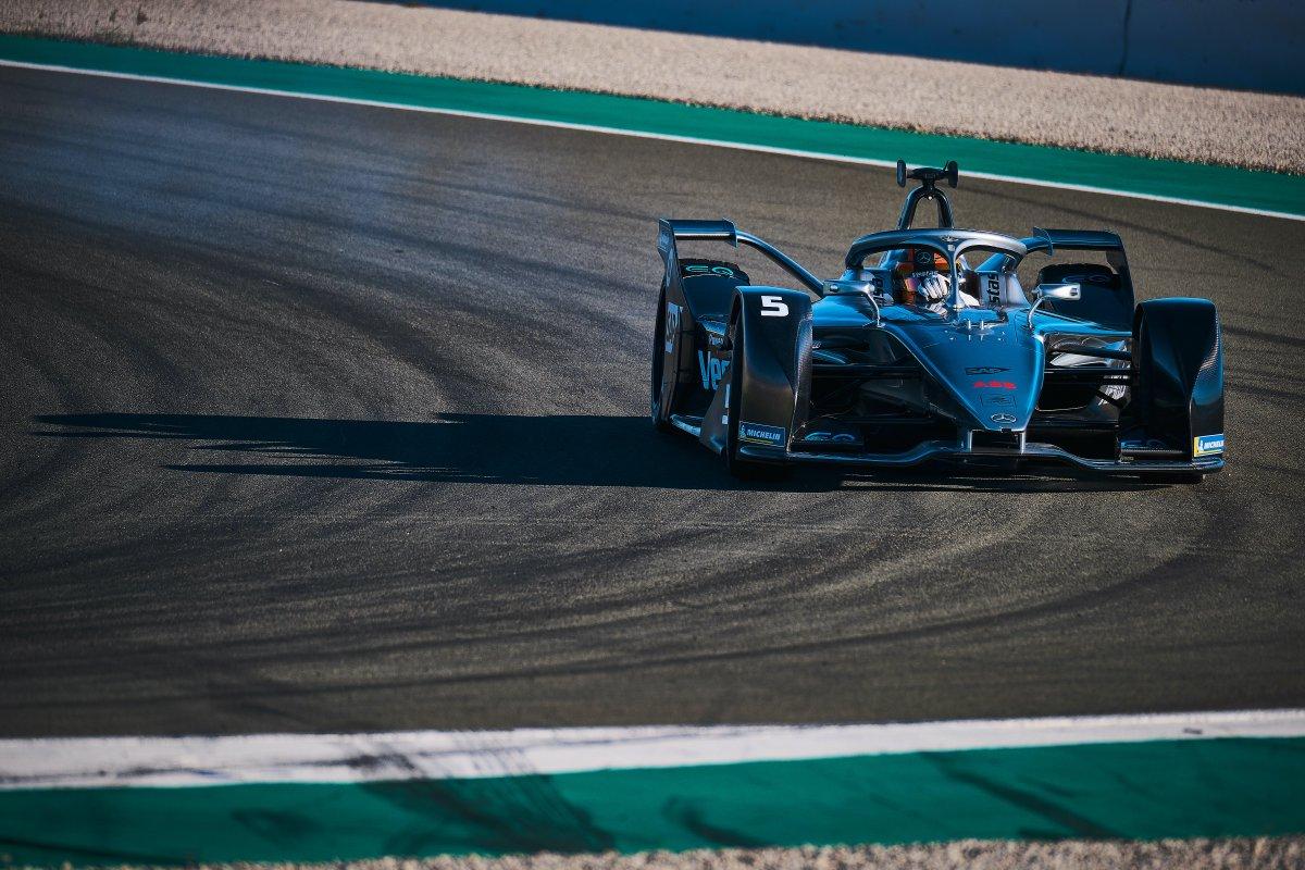 #FormelE in Valencia: @svandoorne & @MercedesEQFE gewinnen 1. inoffizielles Test-Rennen e-formel.de/news/formel-e-… [📸 Jamie Sheldrick / @Spacesuit_Media] #FormulaE #ABBFormulaE @FIAFormulaE