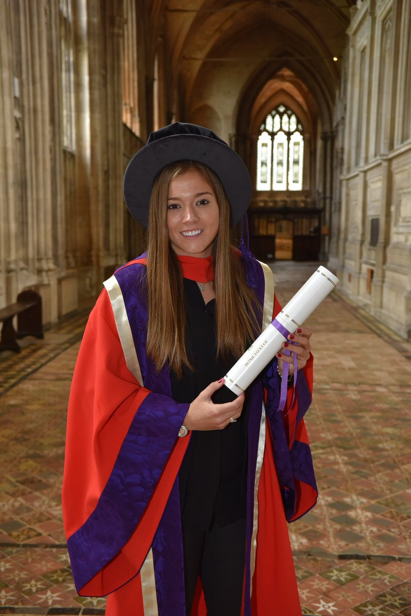 A huge congratulations to @FranKirby who was presented with an Honorary Doctorate by the @_UoW today! 🎓 A fantastic achievement, well done Fran! 👏