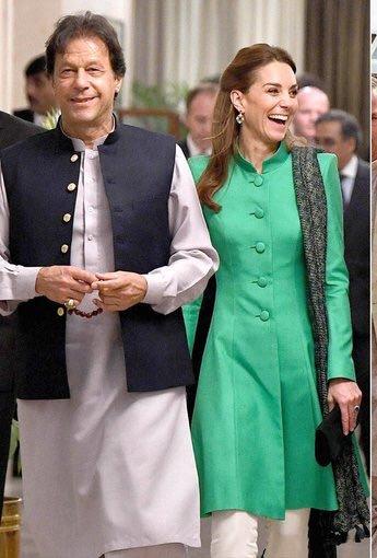 ہم نے ووٹ کو عزت دی ووٹ نے کپتان کو عزت دی کپتان نے پاکستان کو عزت دی پاکستان کو پوری دنیا نے عزت دی🇵🇰 #RoyalsVisitPakistan