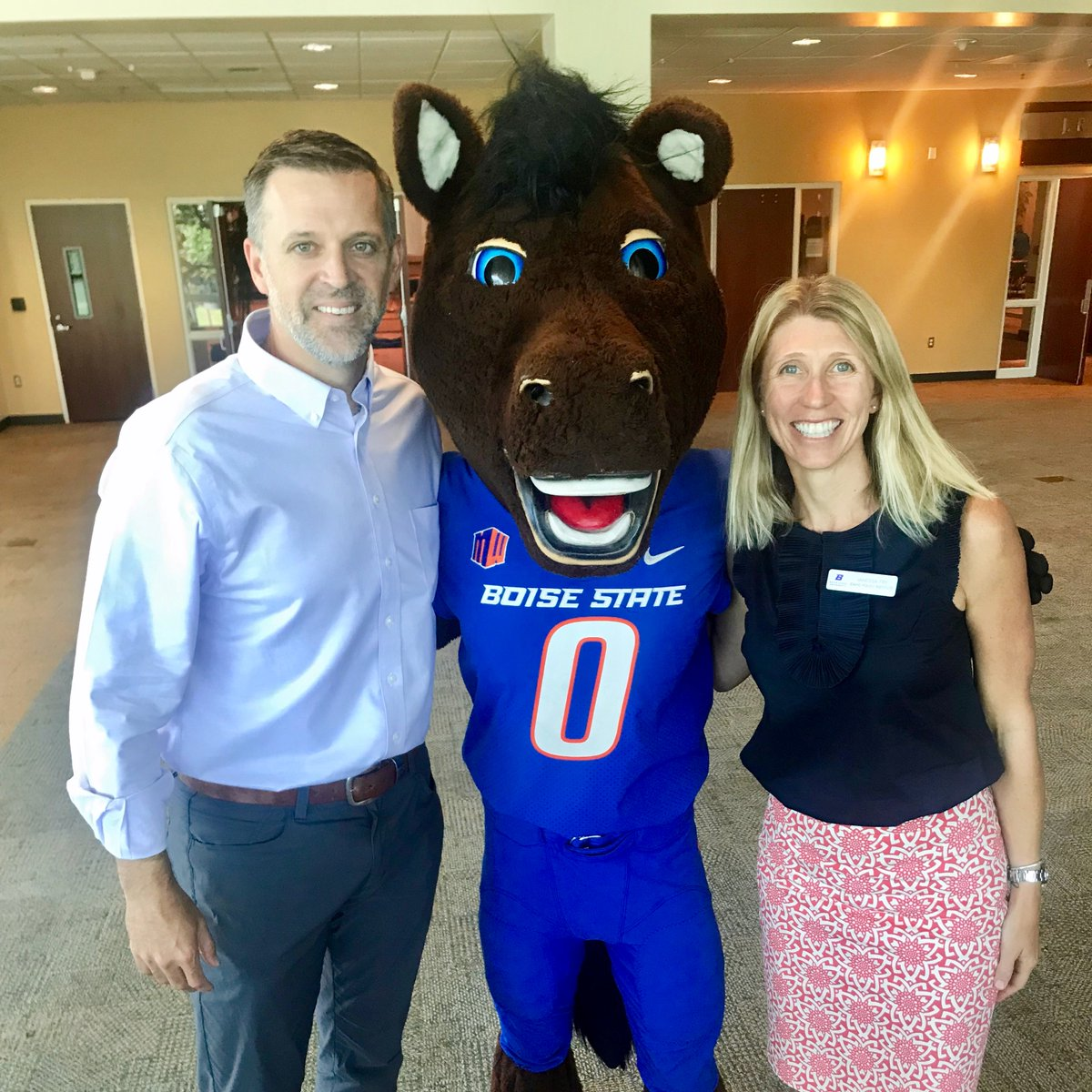 Happy #NationalBossDay to the two best bosses AND the best mascot around! #BoiseState <br>http://pic.twitter.com/MWXTypTSaN