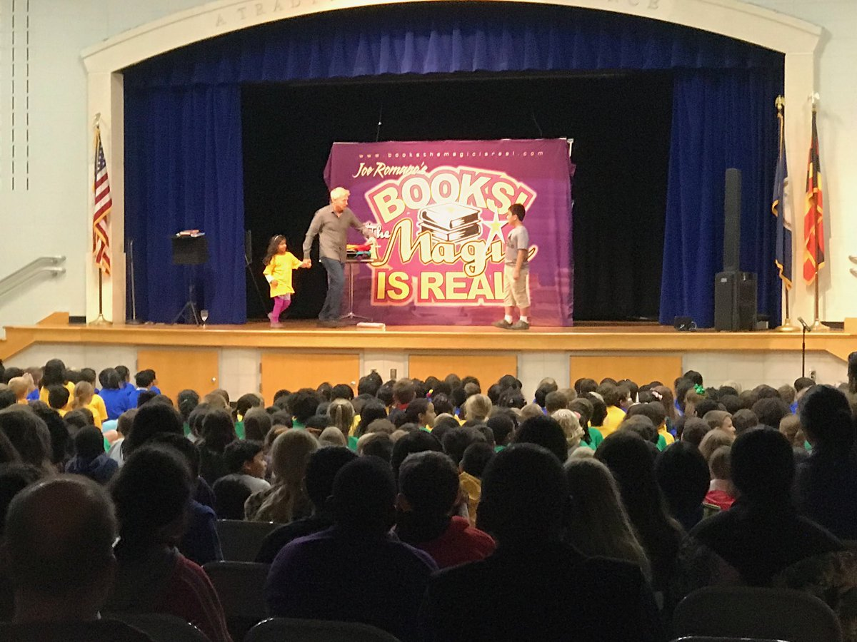 Ended the day with a little magic <a target='_blank' href='http://search.twitter.com/search?q=readingcarnival2019'><a target='_blank' href='https://twitter.com/hashtag/readingcarnival2019?src=hash'>#readingcarnival2019</a></a> <a target='_blank' href='https://t.co/jon0dr0I1d'>https://t.co/jon0dr0I1d</a>