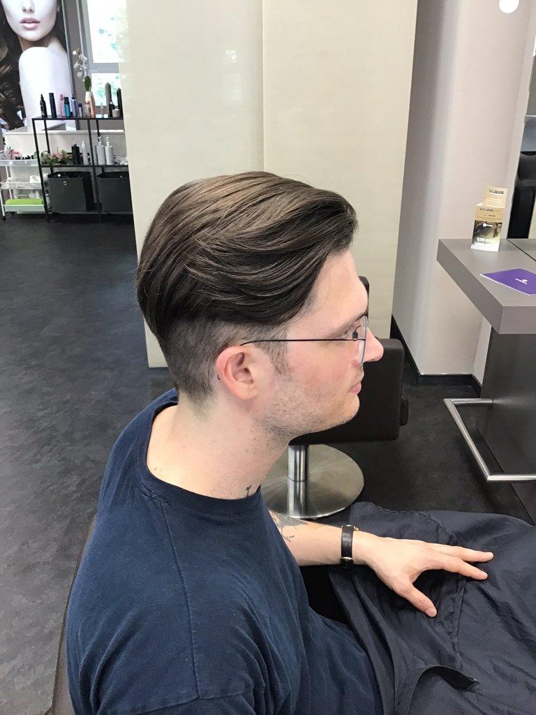 Bevor diese Haarkunst entstanden ist kam er mit schulterlangen Haaren zu uns.   #ksfriseur #haircolorartist #brownhair #haircolor #beautyhair #beautyhairstyle #mencut #brown #munichstagram #munichinside #fashioninstagrampic.twitter.com/J91Ytvtb8A
