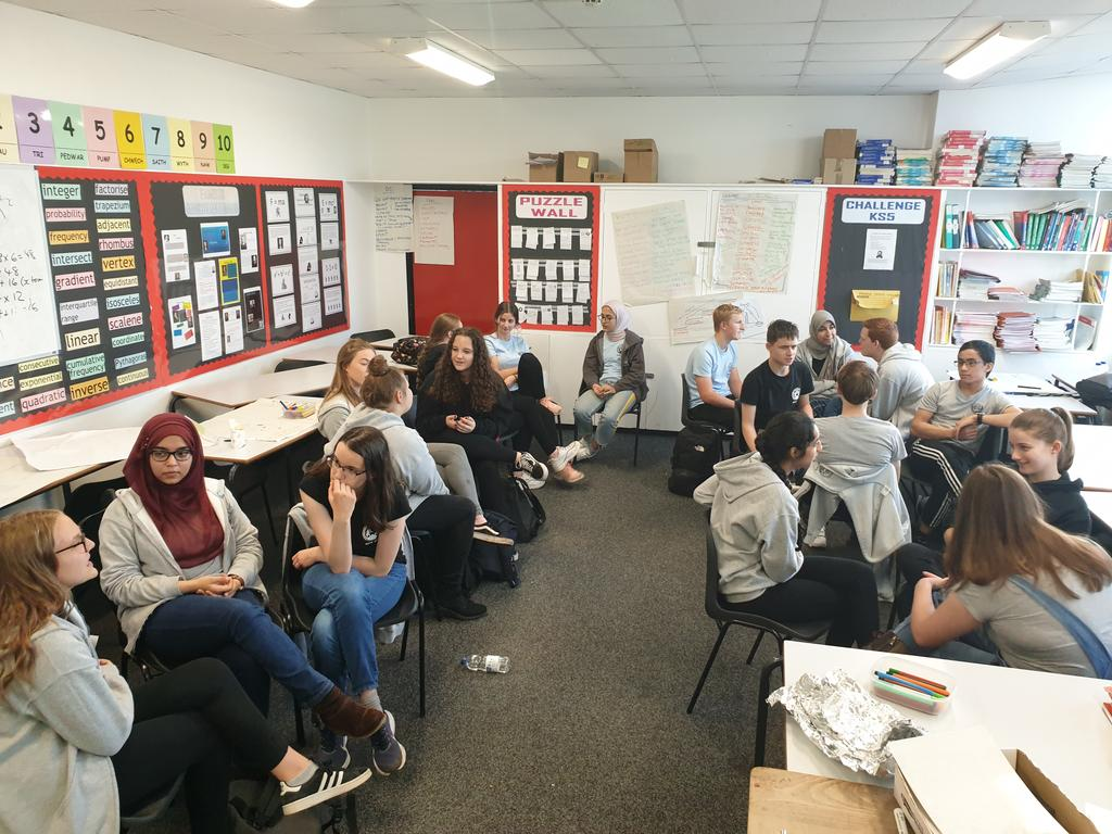 Triad practice, using GROW to review the week. Working with @SixthFormCHS as they build skills to support younger people. Great learners, inquisitive, and full of ideas. Elevate creating near peer coaching communities in #Cardiff, #ValeOfGlamorgan #schools