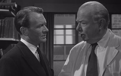22:00 TOWN ON TRIAL (1957) drama #JohnMills #CharlesCoburn #DerekFarr #BarbaraBates At a tennis club in London, a young woman is murdered, prompting a Scotland Yard investigation. pic.twitter.com/xP1f8TPork