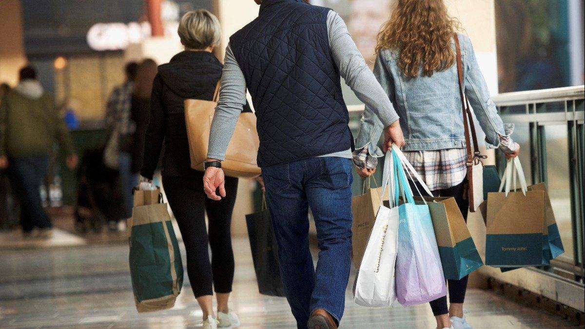 Weak U.S. retail sales cast gloom over economy https://reut.rs/2MnqLxP