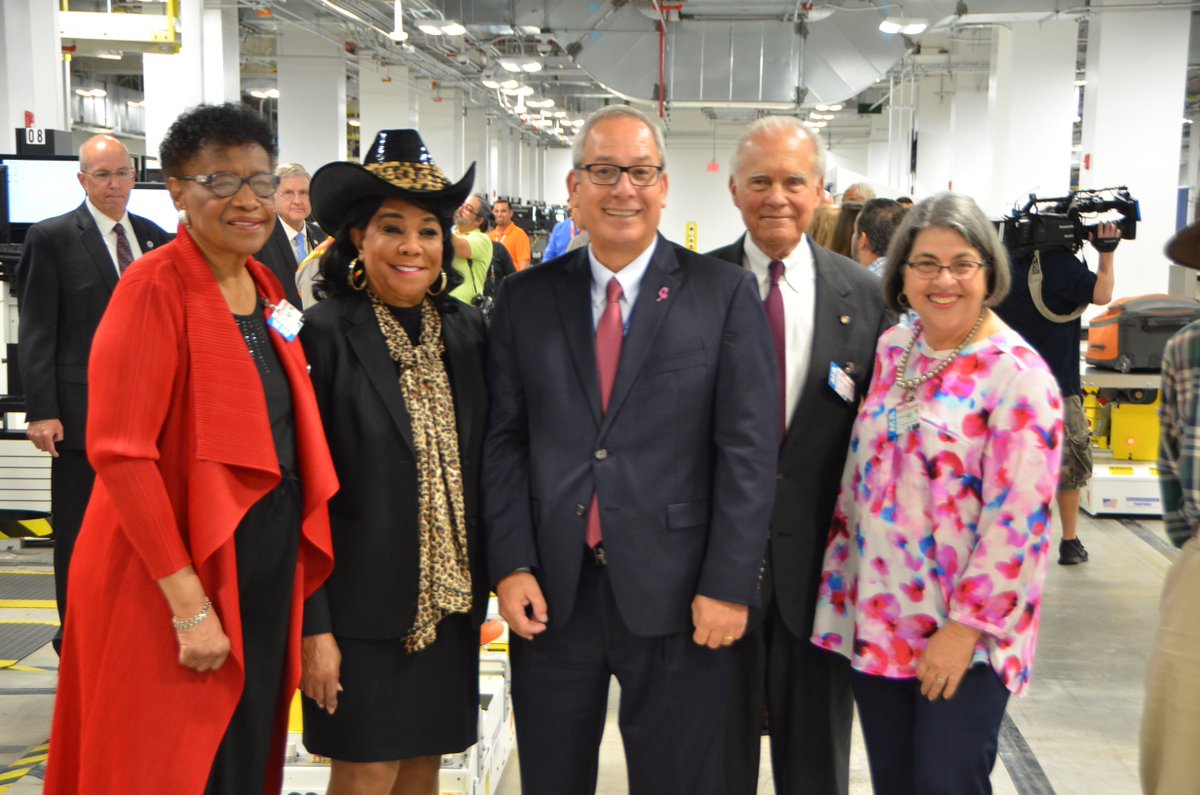 This week I joined commissioners Barbara Jordan, Javier Souto and Daniella Levine Cava and MIA director/CEO Lester Sola on a tour of Miami International Airports new state-of-the-art, fully automated baggage handling system. @iflymia @barbarajordan1 @JavierSoutoD10 @DLCAVA