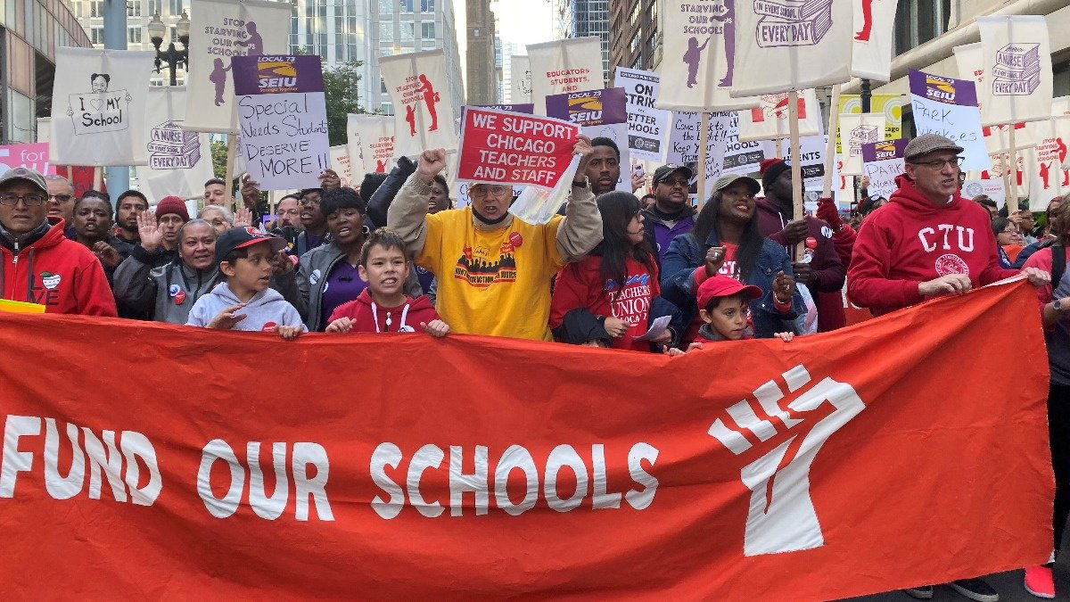 Looming strike forces Chicago public school closure https://reut.rs/35G4iDE