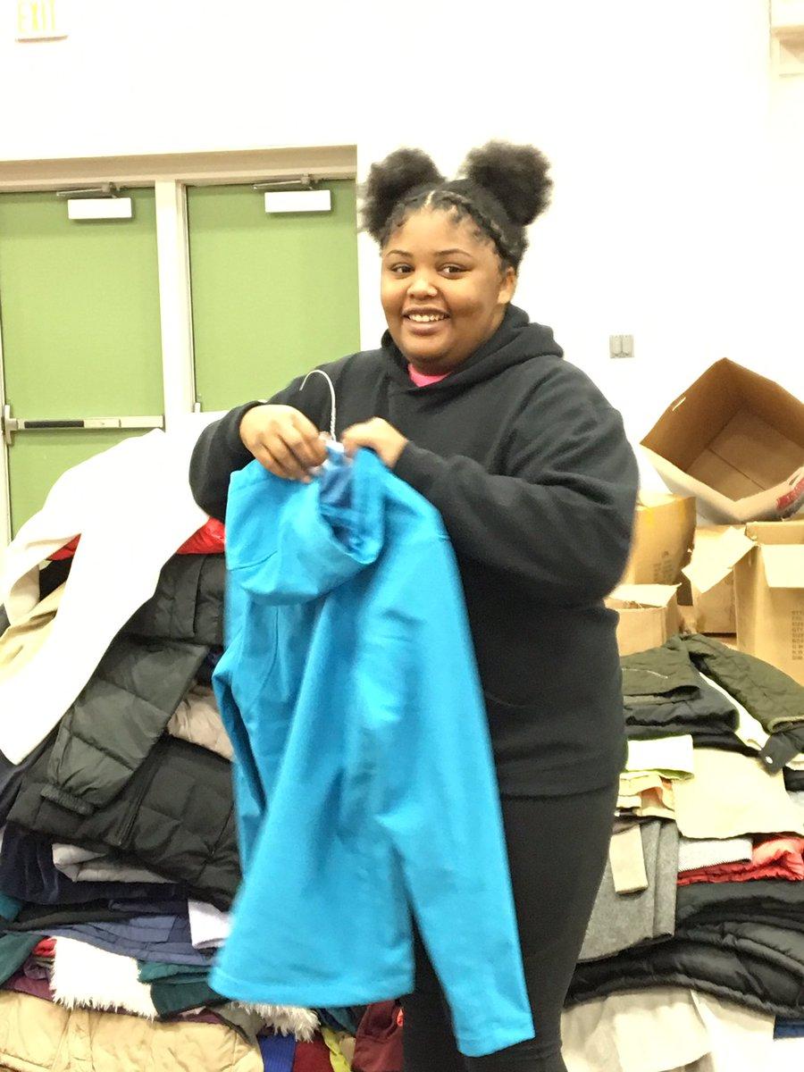 Coats for Kids 2019 -Phenomenal Women volunteering over Fall break!@SAIndiana @BenDavisHS #communityservice #phenomenalwomen <br>http://pic.twitter.com/XkrXoWXNvQ