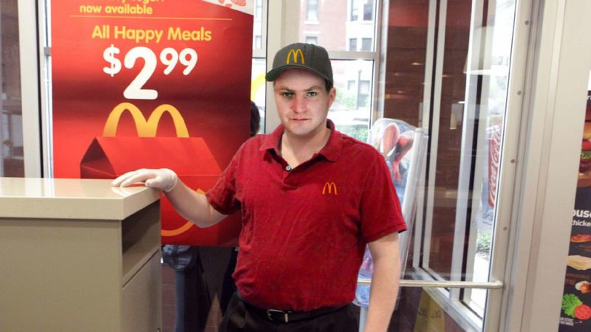 McDonald's Janitor Would Like To Thank Everyone Who Tossed Half-Full Cups Of Soda Into Trash https://t.co/1dEtJmHnpx https://t.co/yVStZT9ME7