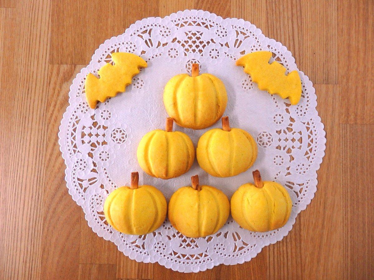 【かぼちゃクッキーでハッピーハロウィーン♪】かぼちゃ型のかわいいクッキーのレシピをご紹介。クッキー型がなくても作れます!かぼちゃ入りなので優しい甘さです♪TRICK OR TREAT(´∀`)Ψ#春日部 #ハロウィーン #ハロウィン #レシピ