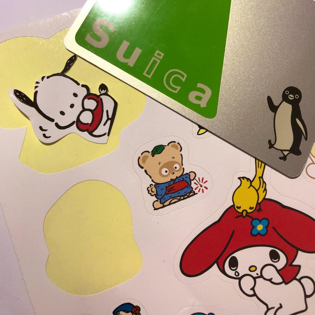 理想:このポチャッコのシールをSuicaにじょうずに切って貼ったらぴょっこりしてかわいいのでは…!?💕❤️❤️現実:Suicaペンギン「オラァポチャッコ出てこいやオラァ!!!」
