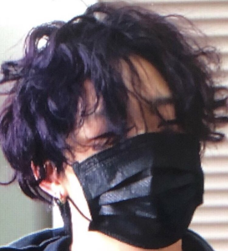 I therefore conclude that Bobby's new hair color is black with purple effects😂😂😂
