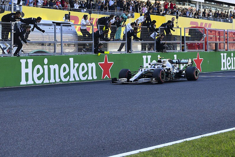 "FIA: Early chequered flag in F1's Japanese GP was ""system error"" http://twib.in/l/jrMggaM9bLGK  #F1 #Formula1"