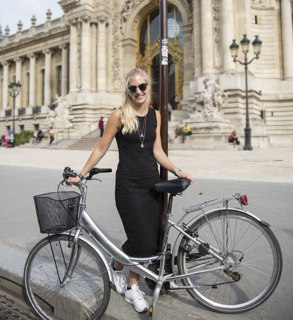 #LaCourse by #LeTourdeFrance : the women-only #cycling race will return to the #ChampsElysees in #Paris in 2020. In the meanwhile, see how chic  it is to ride a bike the #Parisian way.  http:// bit.ly/31o8h4J      via @Cyclingnewsfeed  : Kathryn Wirsing for @marieclaire_fr<br>http://pic.twitter.com/o7unY2I8oU