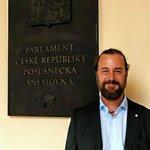 Image for the Tweet beginning: Sněmovna během včerejšího hlasování potvrdila