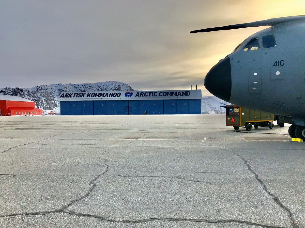Not that often an A400M gets to visit #Arcticcommand in Greenland...ZM416 enjoying a nice sunset with a view! #RedArrowsTour #A400M #aviationphotography #aviationlovers another good pic from @deaks203 https://t.co/HheobQMFyu