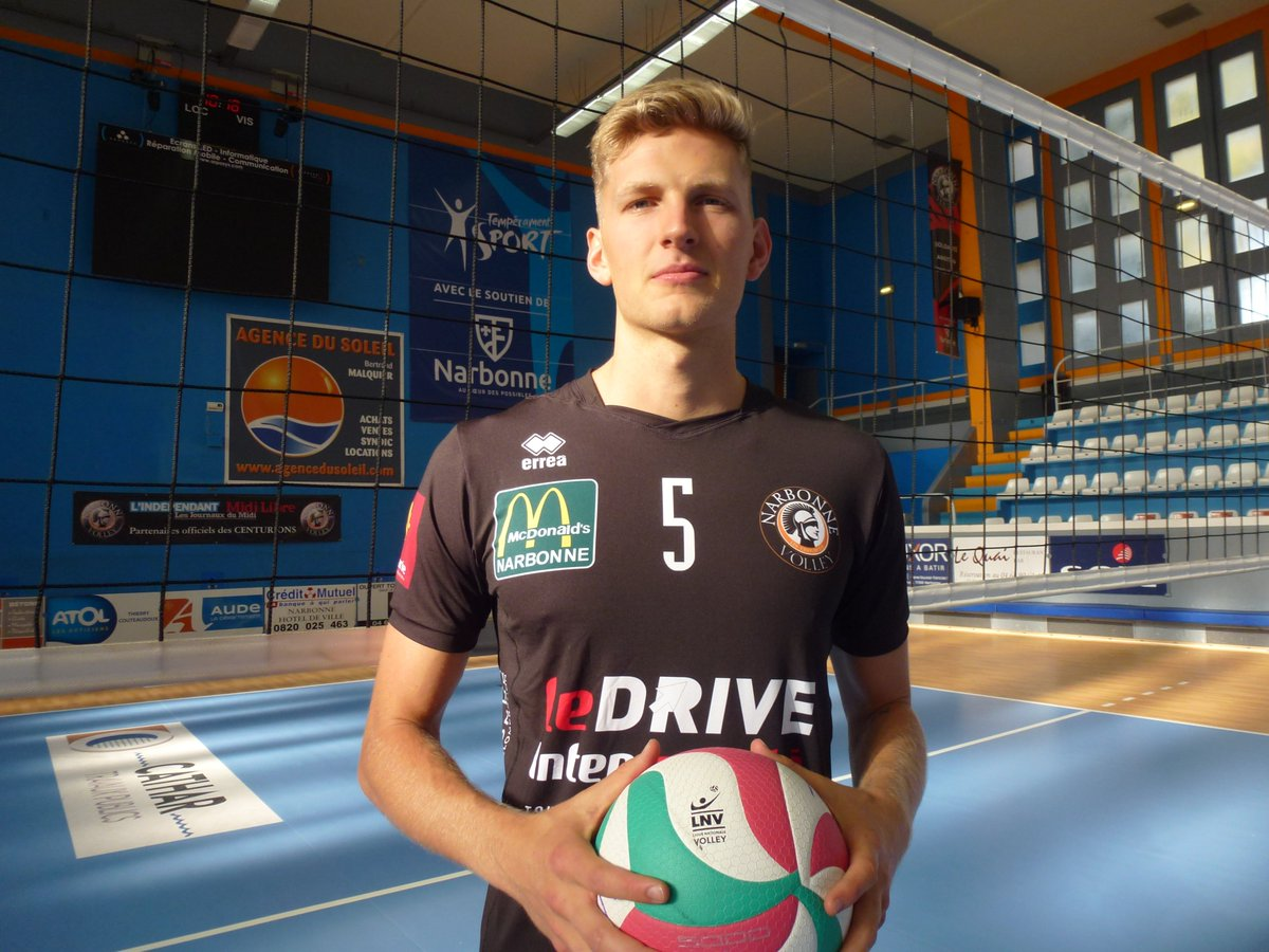 Welcome to you @JamesWalkerShaw 🧡🖤🇺🇸#LAM @LNVofficiel  #volleyball #Narbonne...