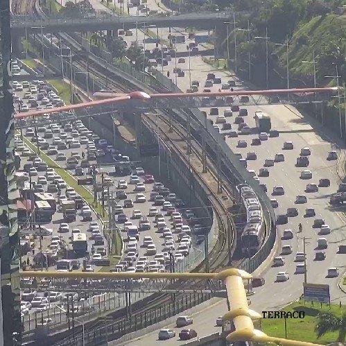 #Trânsito intenso na saída da Av. Paralela, sentido Rodoviária, devido ao fluxo de veículos. 🚙🚗 https://t.co/nOTH9cQfgv