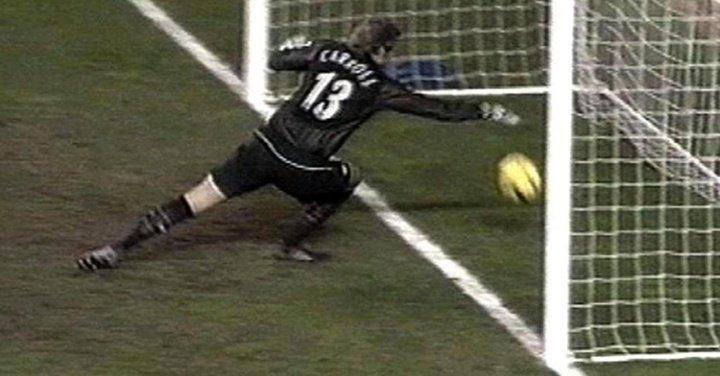 RT @dgvincent1: Tottenham's Pedro Mendes non-goal against Man United. @dannykellywords @talkSPORT @mattholland8 https://t.co/p29sK8Kkh1